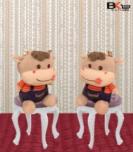 گاو عروسکی لباس دار
